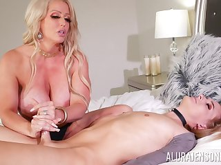Curvy pest cougar mom loves the shemale cock in her pest