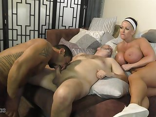 Super Alura Jenson provides the pussy during hot bisexual MMF threesome