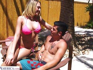 Juggy blonde in bikini Kagney Linn Karter bangs one toff by the poolside