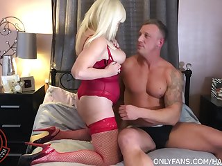 Insatiable Wendy Leigh only wants to be pumped immutable and nil else