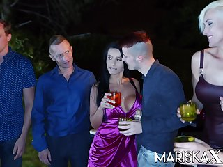 Big tit babe Nelly Kent aggravation fucked on tap a party
